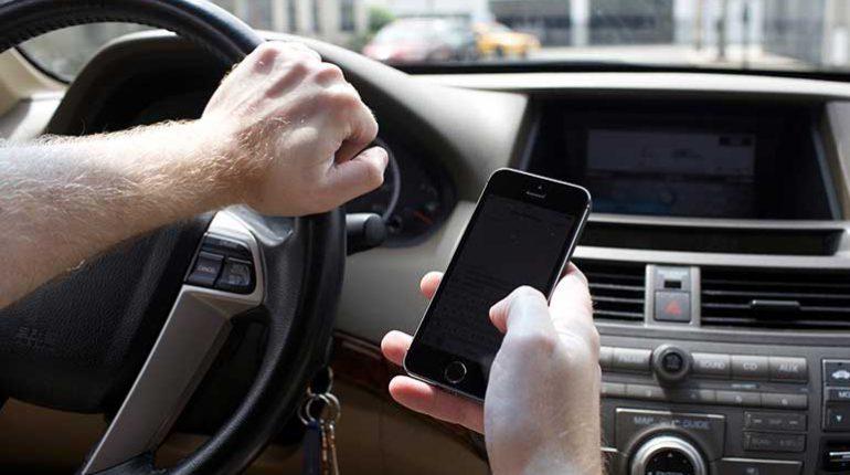 utilizzo del telefono alla guida sanzioni