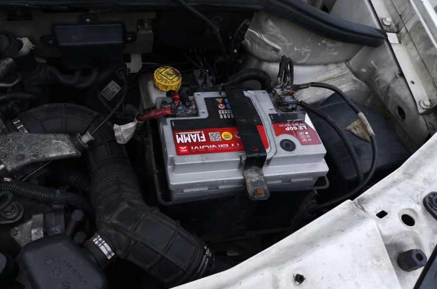 batteria scarica come avviare l'auto